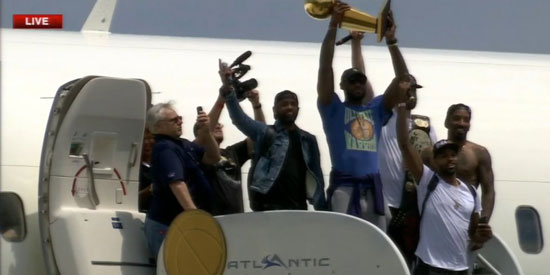 cavaliers-landing-in-cleveland