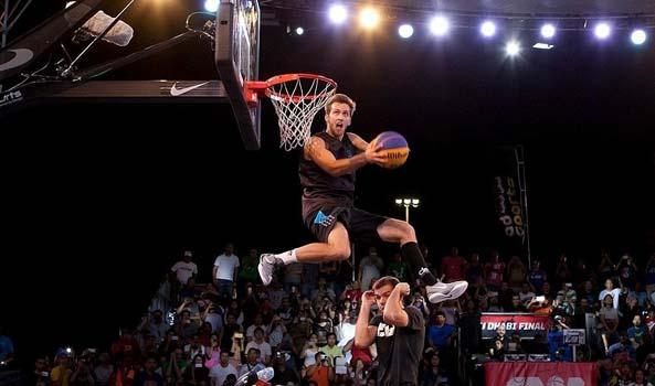 kilganon-jumps-over-a-man-and-slam-dunks